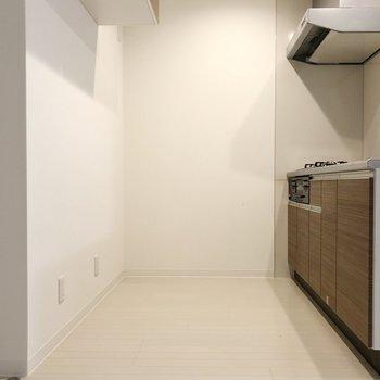 このスペース、この清潔感は自炊のやる気もUP!(※写真は2階の反転間取り別部屋のものです)