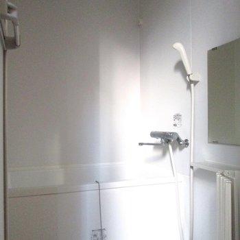 向かいは浴室になります。※写真は前回募集時のものです