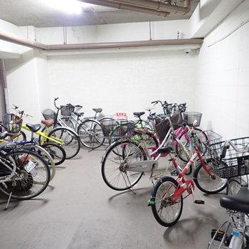 駐輪場】自転車は建物の中に置きますよ〜