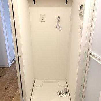洗濯パンは浴室横!