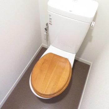 トイレにも無垢の色合いが