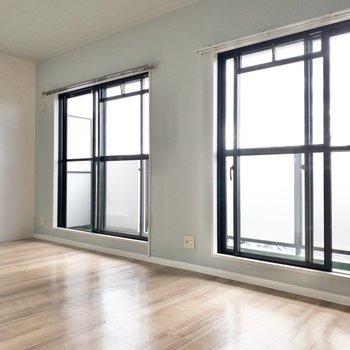 【リビング】窓が多いと明るくていいですね!