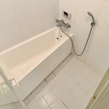 サーモ水栓で温度調整ラクラク。(※写真は3階の反転間取り別部屋のものです)