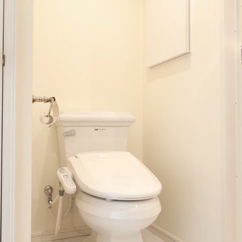 トイレも外国っぽくて素敵!(※写真は7階の反転間取り別部屋のものです)