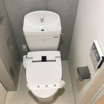 トイレには温水洗浄がついていますよ。