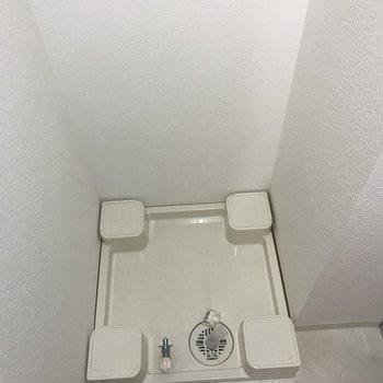 洗濯機置場は脱衣スペースにあります。