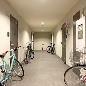 共用廊下は内廊下式。