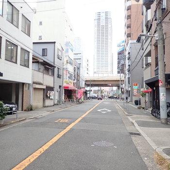 周辺環境】これをまっすぐ歩いていくと中津駅に到着します。