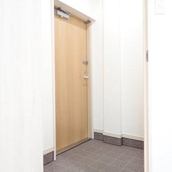 玄関スペースを扉で仕切れます。冷気などが入りにくいです。