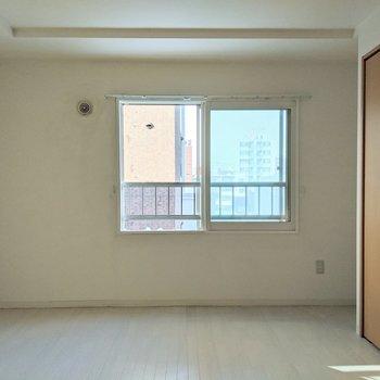 【洋室】寝室はこちらになります。