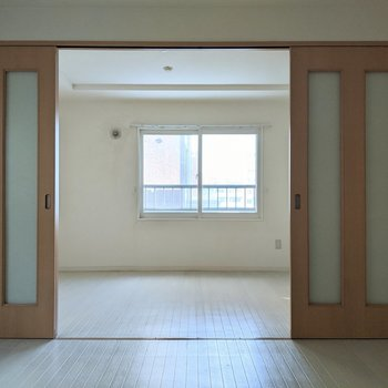 【LDK】扉を開けると開放感がありますよ〜。
