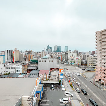外に広がるのは南向きの180°の景色!奥には名古屋駅も見えるんです◎
