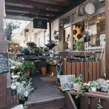 施設の一角に入居する素敵な花屋さん「風葉花」