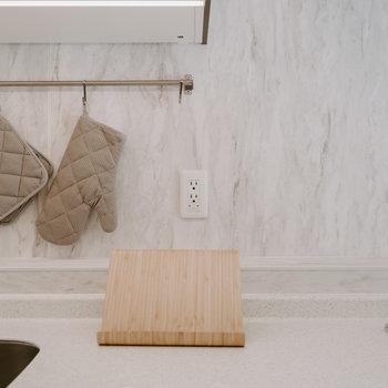 タブレットや調理家電が使えるコンセントも配置。※写真は同間取りの別部屋、家具は付属しません