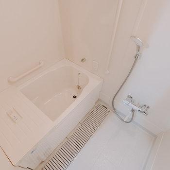 お風呂はこちらです。追い炊き付き。※写真は同間取りの別部屋