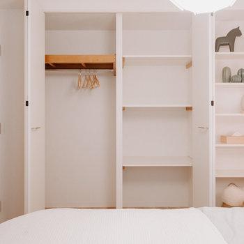 棚板がたくさんあって使いやすそう。※写真は同間取りの別部屋、家具は付属しません