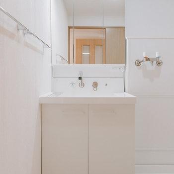 洗面台は新しいものに交換済み!※写真は同間取りの別部屋
