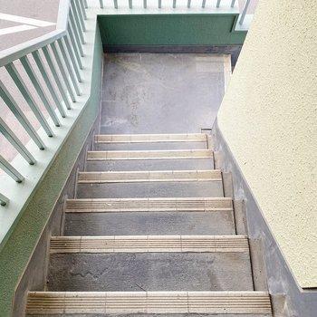 お部屋までは階段で。いい運動になりますね。