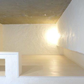 ほんわりと柔らかく、そして温かい間接照明が癒やしの空間を演出。