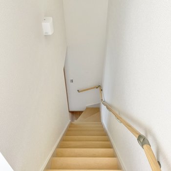 では2階へ参りましょう〜!(※写真は1階の同間取り別部屋のものです)