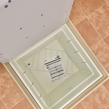 【1階:リビング】床収納も発見!(※写真は1階の同間取り別部屋のものです)