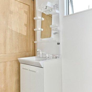 【1階】ピッカピカの洗面台が気持ちいいんだ〜!(※写真は1階の同間取り別部屋のものです)