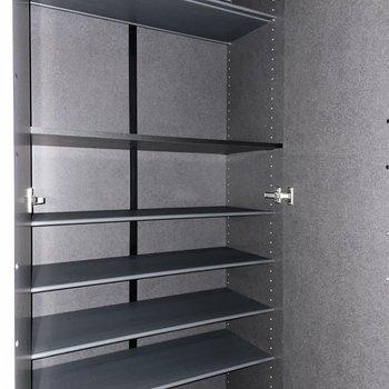 靴箱は大容量!ファミリーさんでも安心です。(※写真は1階の同間取り別部屋のものです)