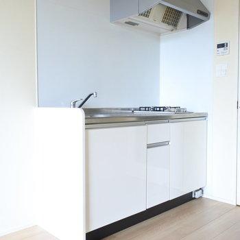 キッチンはシンプルに。(※写真は5階の同間取り別部屋のものです)