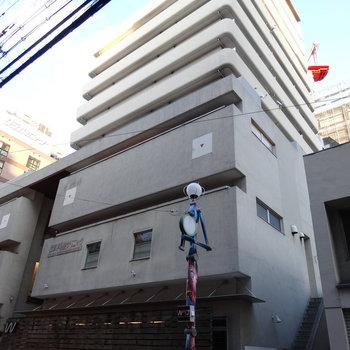 下層階には商業施設。