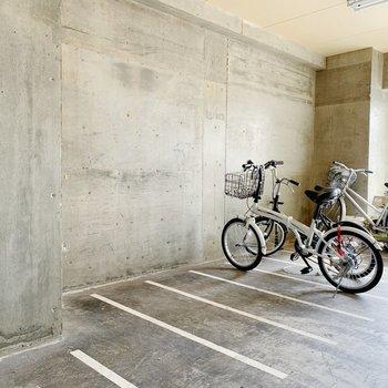 駐輪場は屋内に◯雨にも負けず。