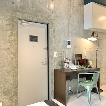 机を置いて作業できるスペースを確保!※写真は1階のモデルルームのものです