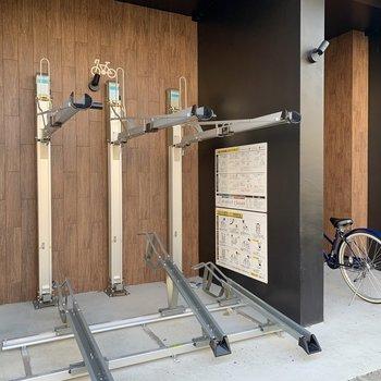 駐輪場・バイク置き場もあり、お出かけの幅が広がります。
