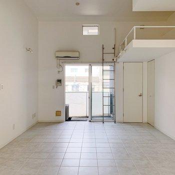 大きな家具も余裕で入っちゃう、15.5帖の空間。