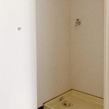 洗濯機置き場は扉つきで目隠しできますよ◎