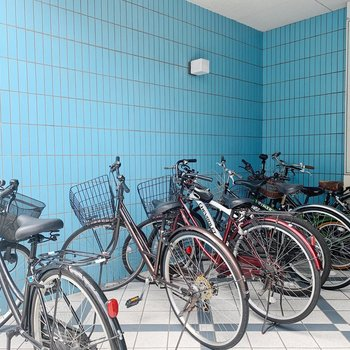 駐輪場は屋根つきなので、雨の日も安心です。