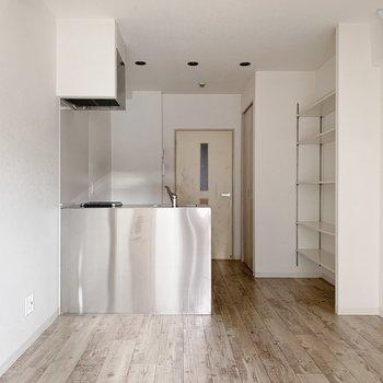 ステンレスのかっこいいキッチンがお部屋の主役です。