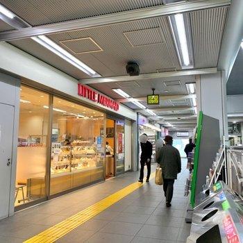JR駅構内にはパン屋と本屋が入っているんです!便利ですね。