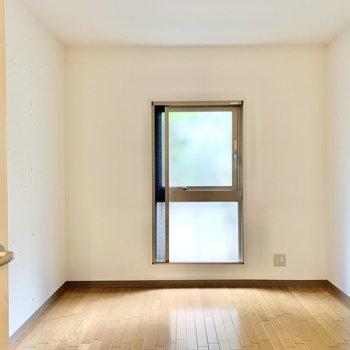 【洋室】広さの目安としては、ダブルベッドが配置できるくらい。