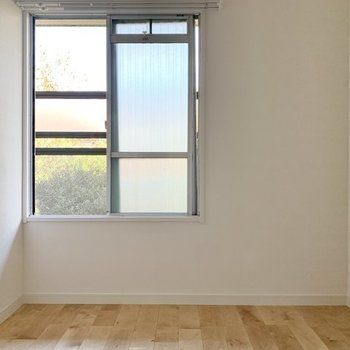 【寝室イメージ】玄関側の洋室は、こじんまり。書斎として使おうかな?