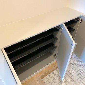 【完成イメージ】シューズボックスは2段に分かれています。素敵な雑貨も置きたくなるなぁ。