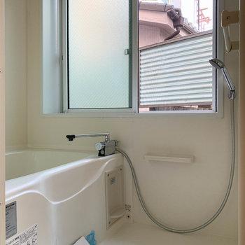 換気のできる窓付きのお風呂