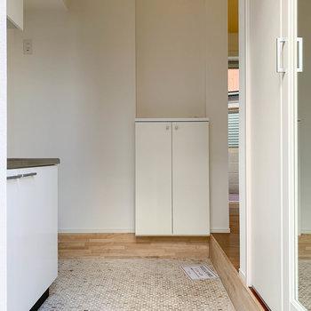 玄関兼キッチンのスペース