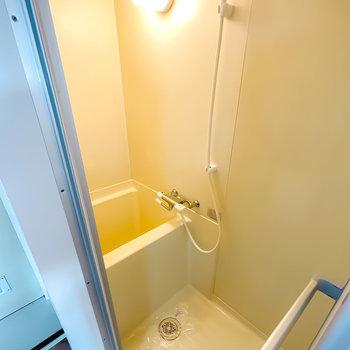 浴槽は少しコンパクトなので、シャワー派だけど、ユニットバスは嫌という方へ◎