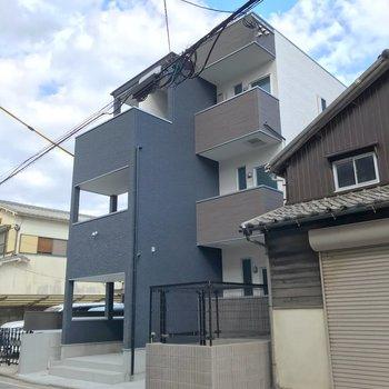 住宅街に佇むオートロック付きの建物。その最上階!