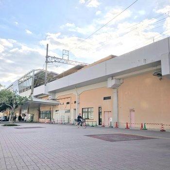姪浜駅です。地下鉄空港線やJR筑肥線の始発駅だから、ゆっくり座って通勤・通学できますよ!