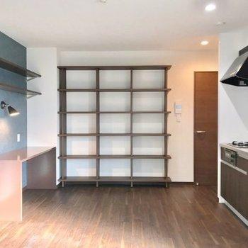 書斎と本棚が主役。素敵な新築のお部屋です◯