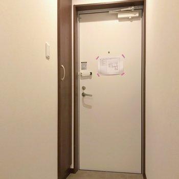 玄関もスッキリ。ほぼフラットなので家具の搬入もしやすいですよ。