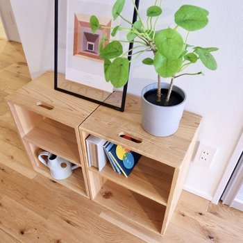 無垢材の家具や、グリーンがフローリングとよく調和していますね。