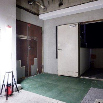 同じく工事中のエレベーターホール。