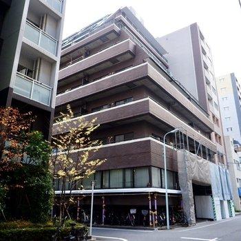RC造の8階建てマンションです。